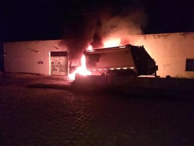 Escolas, caminhão, estação da Enel e ônibus são incendiados no 20º dia de ataques no Ceará 4