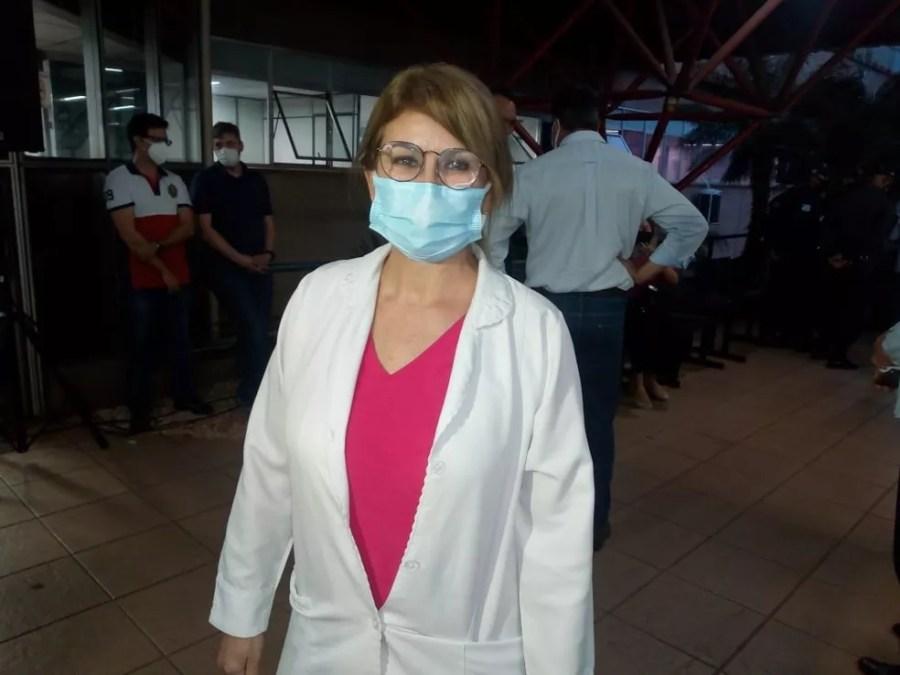 Enfermeira de hospital referência contra a Covid-19 se vacina nesta segunda-feira (18) — Foto: David Melo/TV Morena