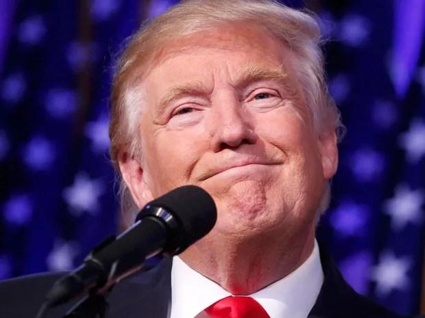 Donald Trump discursa após ser declarado vencedor nas eleições, em Nova York, na madrugada de quarta (9) (Foto: Reuters/Carlo Allegri)