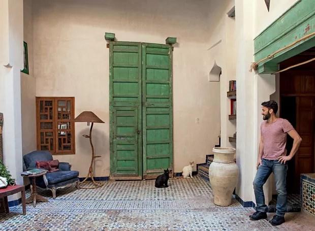 As belíssimas portas verdes são dos quartos do primeiro piso (Foto: Lufe Gomes/Life by Lufe)