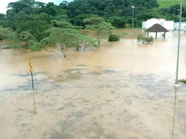 Água invadiu ruas de Itatiba (Foto: Arquivo pessoal)