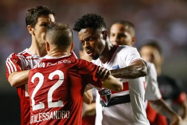 Michel Bastos D'Alessandro São Paulo x River Plate (Foto: Marcello Zambrana/AGIF/AFP)