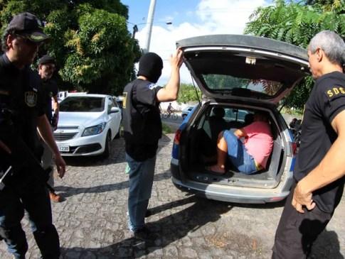 Operação 'Falcão' da Polícia Civil de Pernambuco cumpriu 14 mandados de prisão (Foto: Marlon Costa/Pernambuco Press)