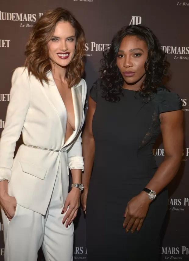 Alessandra Ambrósio e Serena Williams em evento em Los Angeles, nos Estados Unidos (Foto: Charley Gallay/ Getty Images/ AFP)