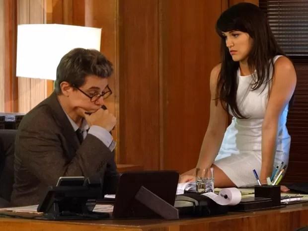 Carolina quebra a cara com proposta de Felipe (Foto: Guerra dos Sexos / TV Globo)