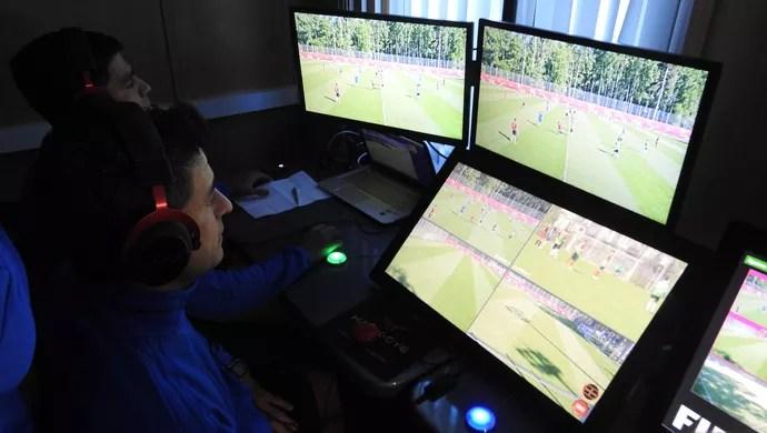 Sandro Meira Ricci teste árbitro de vídeo (Foto: Thiago Dias)