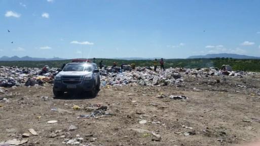 Corpo da recém-nascida foi encontrado em um lixão na cidade de Caicó — Foto: Geraldo Oliveira