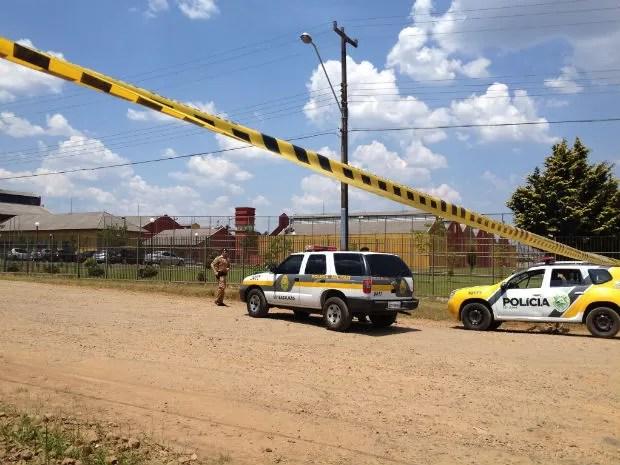 Polícia Militar cercou a área ao redor da Penitenciária Industrial de Guarapuava (Foto: Graziela Castilho/RPC TV)
