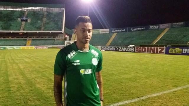 Rafael Silva marca presença no Brinco para acompanhar jogo contra Figueirense (Foto: Gustavo Biano/ EPTV)