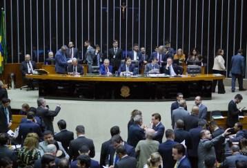 Deputados reunidos no plenário da Câmara durante a votação da reforma da Previdência em segundo turno — Foto: Pablo Valadares/Câmara dos Deputados