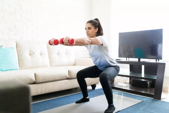 Exercite-se em casa, mas escolha uma atividade física que te dê prazer — Foto: Istock Getty Images