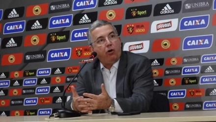 Arnaldo Barros não se mostra preocupado com andamento da negociação de Diego Souza com o São Paulo (Foto: Daniel Gomes)