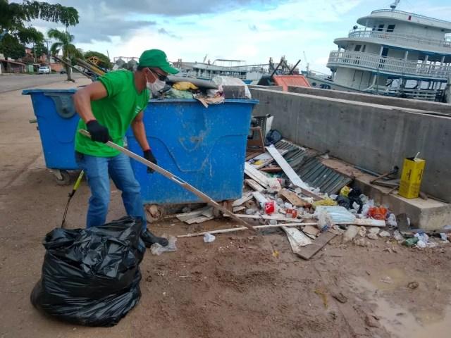Alunos coletam e separam corretamente resíduos sólidos na orla de Santarém — Foto: Renata Hipólito/Arquivo pessoal