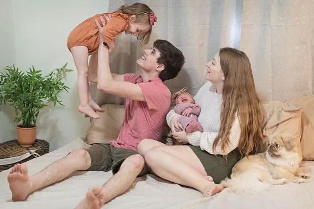 Landon Clifford e Camryn com as filhas (Foto: Reprodução/Instagram)