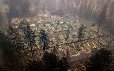 Imagem de um pequeno bairro em Paradise, completamente destruído pelo fogo — Foto: Noah Berger / AP Photo