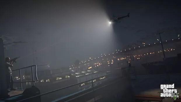 Personagem do game aponta rifle para helicóptero antes de confronto no jogo 'GTA V' (Foto: Divulgação)