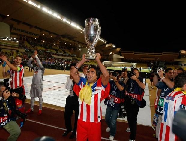 Falcão Garcia taça Atlético de Madri (Foto: AP)
