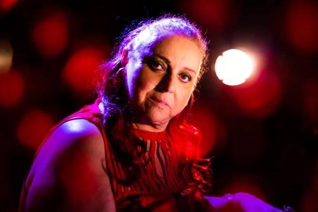 Cida Moreira canta versão em português de música do grupo porto-riquenho de rap Calle 13 — Foto: Murilo Alvesso / Divulgação