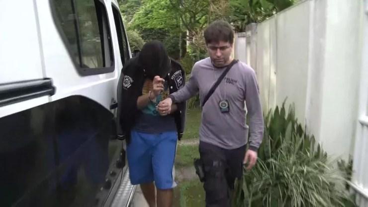 Um dos hackers do grupo foi preso em residência de luxo na Zona Oeste do Rio — Foto: Reprodução/ TV Globo