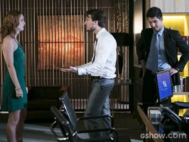 Marcelo tenta se explicar para a namorada (Foto: Felipe Monteiro/ TV Globo)
