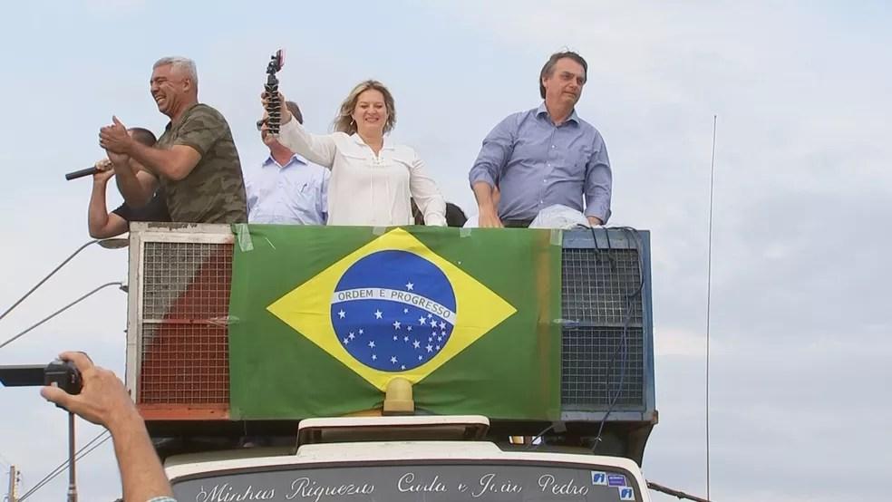 Candidato à Presidência Jair Bolsonaro cumpriu agenda de campanha em Catanduva (SP) na manhã deste sábado (25) (Foto: Reprodução/TV TEM)