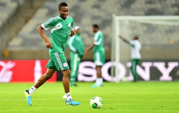 Obi Mikel treino Nigéria (Foto: Marcos Ribolli / Globoesporte.com)