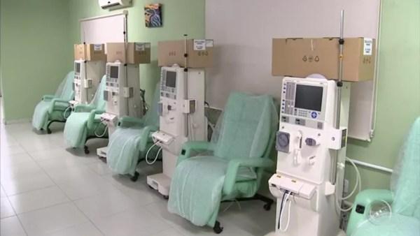 Empresa faz procedimento para que funcionamento de máquinas não seja prejudicado (Foto: Reprodução/TV TEM)