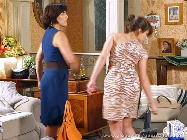 Roberta dá tapa em Carolina depois de insinuações (Foto: Guerra dos Sexos / TV Globo)