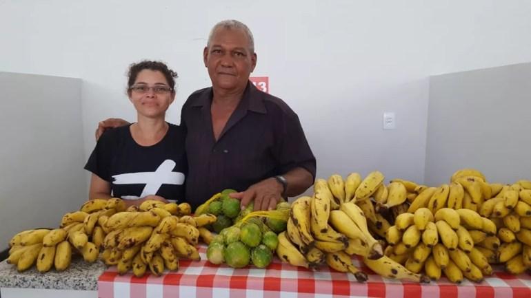 Cesário de Souza trabalha no Feirão do Produtor há 20 anos (Foto: Natália Pessoa/Reprodução)