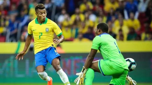 David Neres toca na saída de López para marcar seu primeiro gol pela Seleção