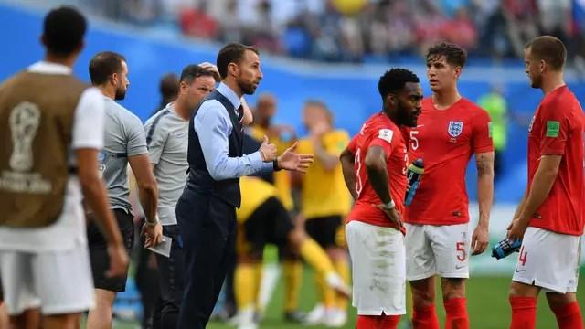 Southgate orienta jogadores em Bélgica x Inglaterra