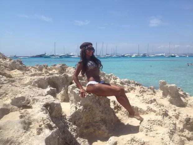 Ana Paula Evangelista adere ao topless em Ibiza (Foto: Divulgação)