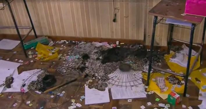 Atividades dos alunos foram destruídas. — Foto: Reprodução/RPC Curitiba