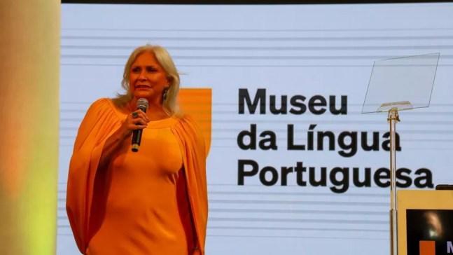A cantora Fafá de Belém cantou o Hino Nacional Brasileiro durante a reinauguração do Museu da Língua Portuguesa neste sábado (31) — Foto: Governo do Estado/Divulgação