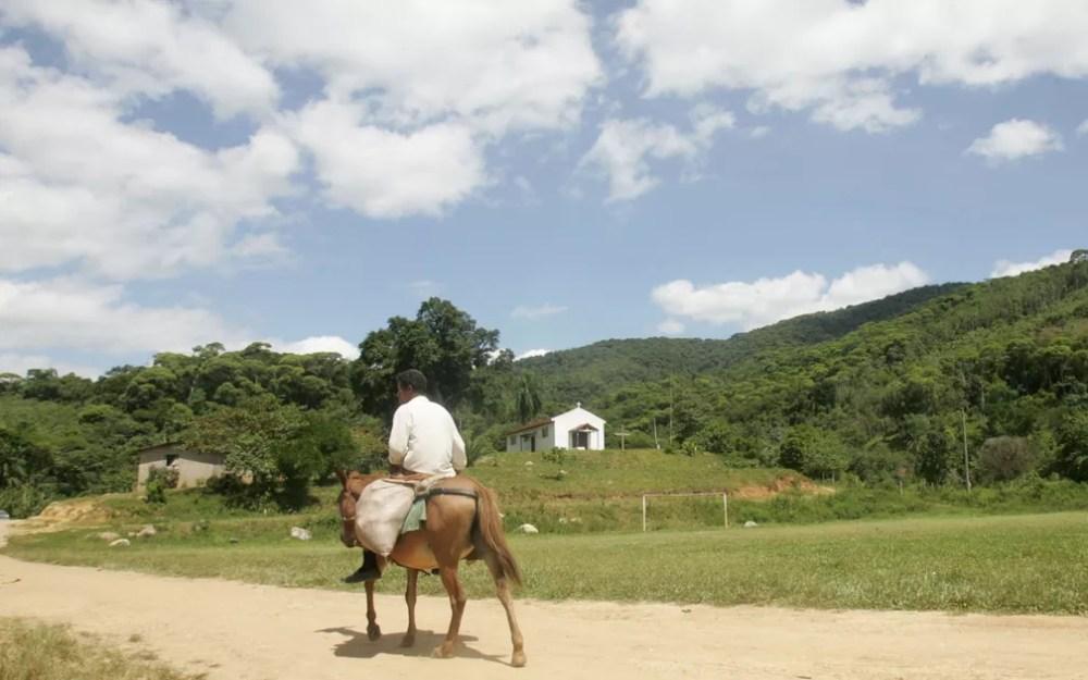 Registro feito em 18 de janeiro de 2006 mostra quilombola da comunidade remanescente São Pedro, no município de Eldorado, Vale do Ribeira — Foto: Nilton Fukuda/Agência Estado