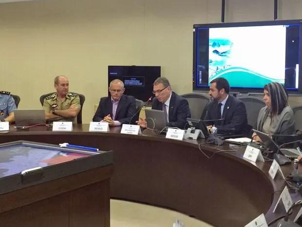 Ministro da Justiça, Eugênio Aragão, participou de reunião no Centro Integrado de Comando de Controle (CICC), no Rio (Foto: Lívia Torres/G1)