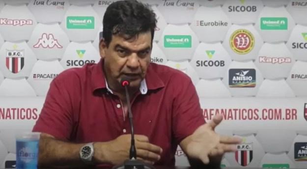 Moacir Júnior pediu mais lucidez ao Botafogo nas finalizações — Foto: Reprodução/TV Botafogo-SP