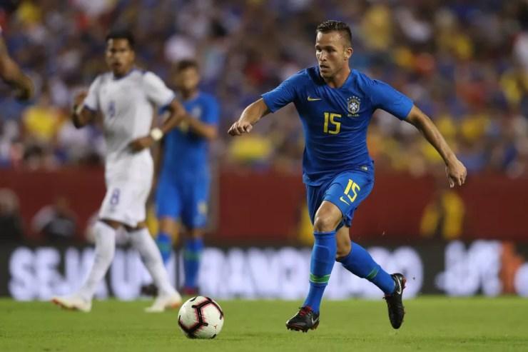 Dos jogadores que nunca tinham jogado pela Seleção, Arthur foi quem mais recebeu minutos de Tite — Foto: Lucas Figueiredo/CBF
