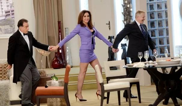 A doméstica Neide Aparecida (Márcia Cabrita) é a dona do apartamento tem até um mordomo francês, Jean-Jacques (Tony Ramos) (Foto: Eliana Rodrigues/ Globo)