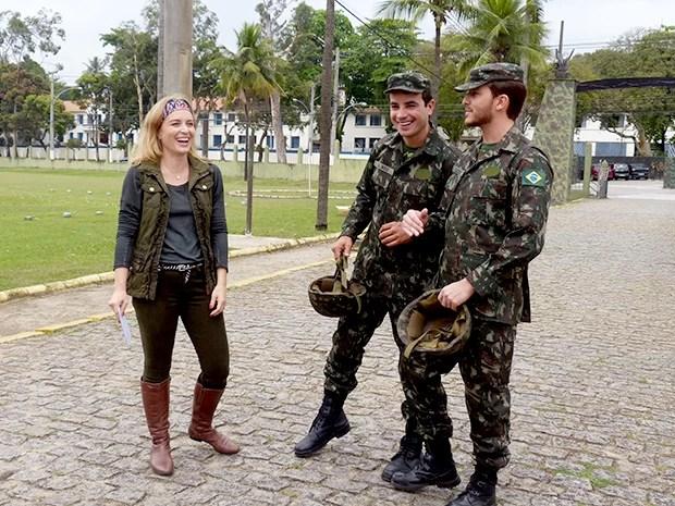 Angélica se diverte ao lado de Klebber Toledo e Anderson Di Rizzi (Foto: Estrelas / TV Globo)