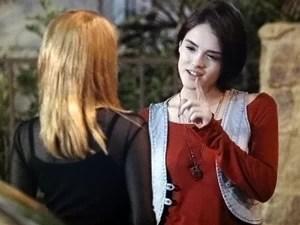 Giane topa ajudar Lara (Foto: Sangue Bom/TV Globo)