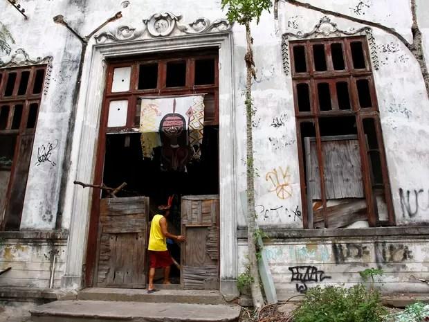 O governador Sergio Cabral anuncia a demolição do antigo Museu do Índio, na Praça da Bandeira, Zona Norte do Rio (Foto:  Pablo Jacob / Agencia O Globo)