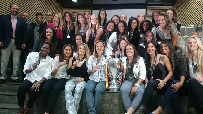 Santos, vice-campeão paulista de futebol feminino` (Foto: Natália de Oliveira)