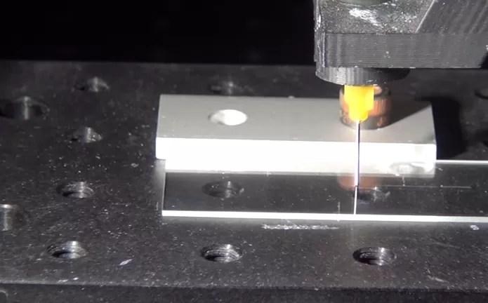 Tecnologia lembra impressão 3D (Foto: Reprodução/YouTube)