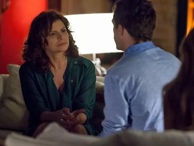Lígia fica impressionada pela maneira com a qual Júlia e Felipe falam de Miguel (Foto: Fabiano Battaglin/Gshow)