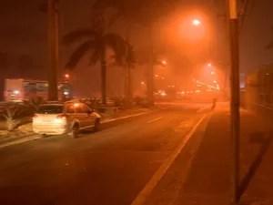 Fumaça chegou nas margens da BR-101 e via foi parcialmente interditada (Foto: Reprodução/ TV Gazeta)