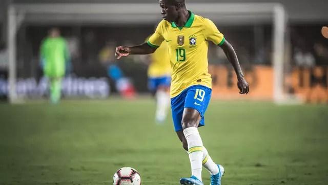 Vinicius Junior em ação no amistoso contra o Peru