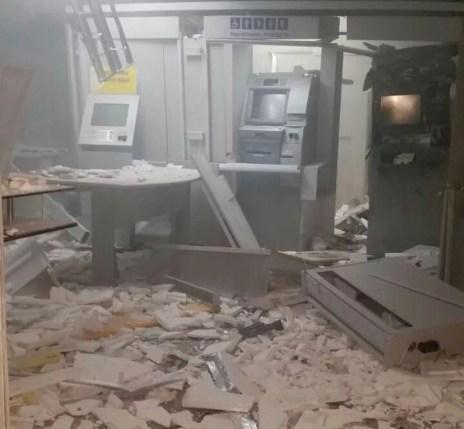 Estabelecimento ficou destruído após a ação dos criminosos na agência bancária de Passira (Foto: Reprodução/WhatsApp)