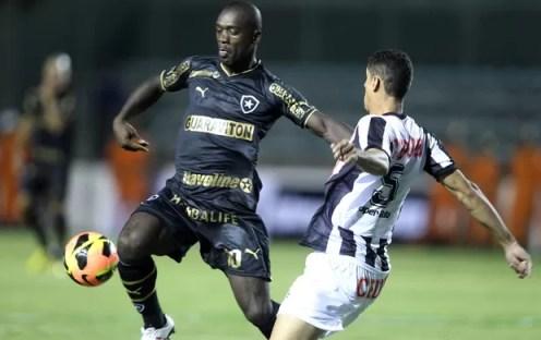 Seedorf e Ramon, Sobradinho x Botafogo (Foto: Adalberto Marques/Agência Estado)