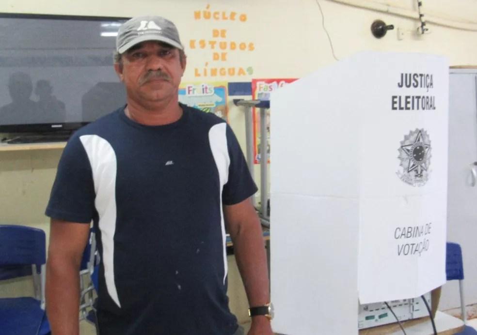 joel santana 3 - Eleitor de Fernando de Noronha é o 1º a votar no Brasil